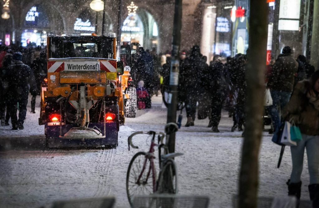 Schneeräumung auf Plätzen in München - Hausundgarten-muenchen.de